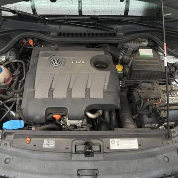 Nettoyage de moteur de voiture